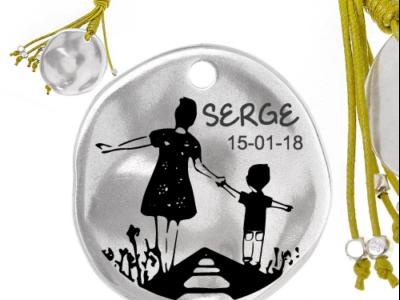 train mèrefils 1 400x300 - Cadeaux personnalisés : Porte-clés jaune maman et fils sur voie